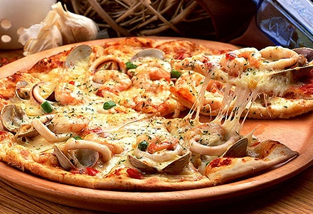 12.80€ για 2 αφράτες λαχταριστές πίτσες ψημένες σε ξυλόφουρνο καθώς και μία σαλάτα ελληνική ή εποχής για delivery ή take-away, από το ιταλικό εστιατόριο A Modo Mio στη Φιλοθέη. Αρχική Αξία 29€. Πληρώνετε 2.80€ για το εκπτωτικό κουπόνι και 10€ κατά την εξαργύρωση.